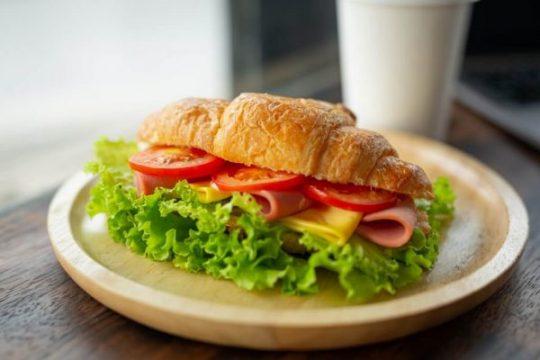 Sandwich Generation dan Karyawan: Pentingnya Menyadarkan Akan Risikonya