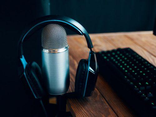 4 Podcast Keuangan yang Wajib Kamu Dengarkan: Fun and Practical!